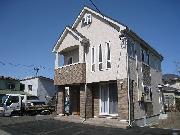 屋根裏に広々収納スペースがあり狭小地を有効に利用した設計です。二世帯型オール電化住宅の仕様です。